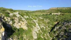 Découverte filmée par drone du Mas des Clots, viticulteur bio à Salses le Château